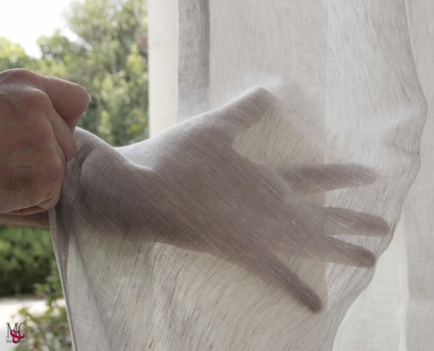 tende in lino righe verticali camera da letto delicate trasparenze